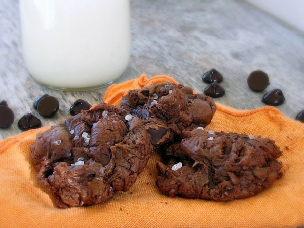 chocolate-cookies-w-sea-salt